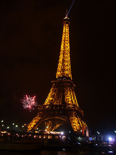 eiffel tower new year