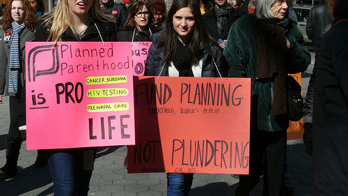 planned parenthood defunding protest