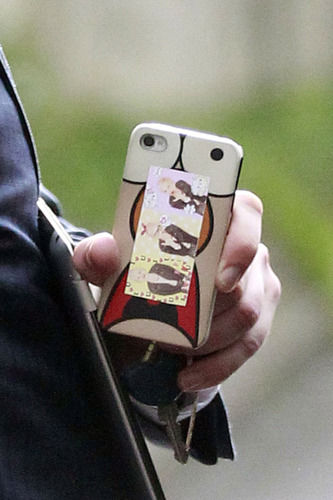 Jason Segel's phone with Michelle williams