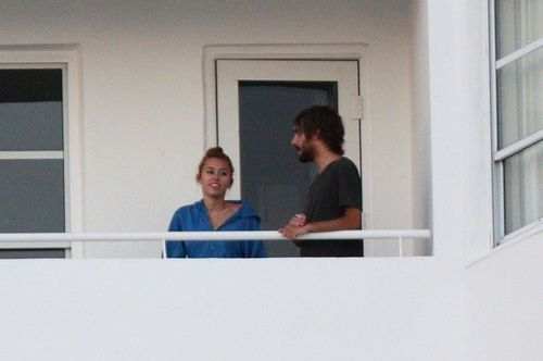 miley cyrus on balcony smoking with cheyne thomas