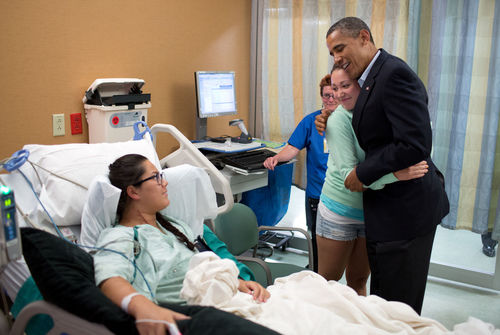 Obama meeting with victims of Aurora shooting