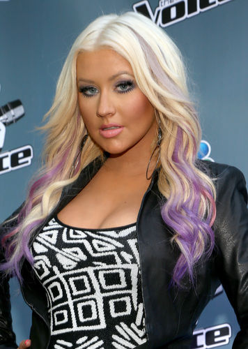 Christina Aguilera gets purple hair makeover