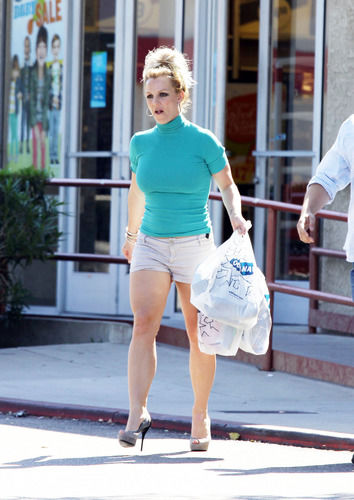 Britney Spears shopping at Old Navy