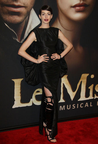anne hathaway bondage inspired outfit les miserables