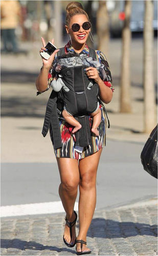 beyonce walking with blue ivy