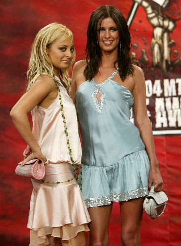 5 Horrible Fashions From The Early 2000s That Totally Make Us Cringe The Stir