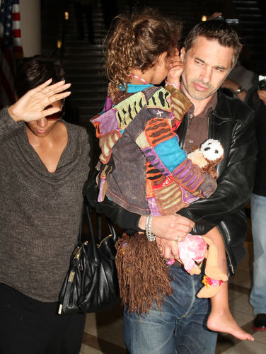 halle berry baby bump