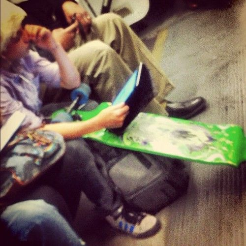 kid on ipad