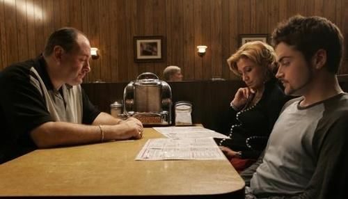 james gandolfini in the sopranos final scene holsten's