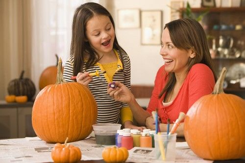 no-carve pumpkin decorating mom daughter