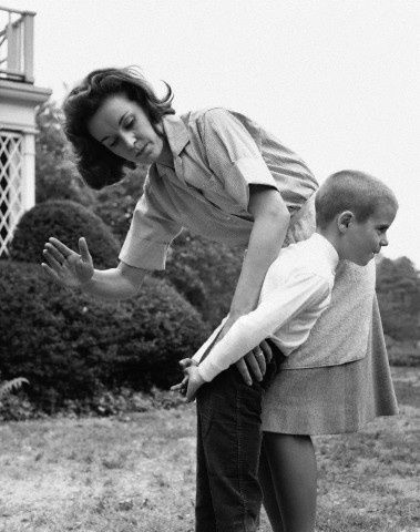 an argument of spanking of parents in children Argumentative essay in favor of spanking children it is very important still for the parents and the children to communicate.