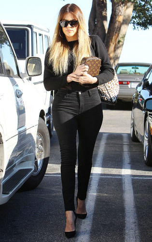 khloe kardashian black high-waisted jeans