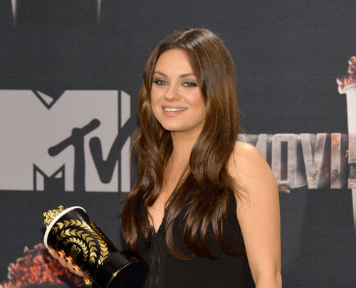 mtv movie awards mila kunis pregnant