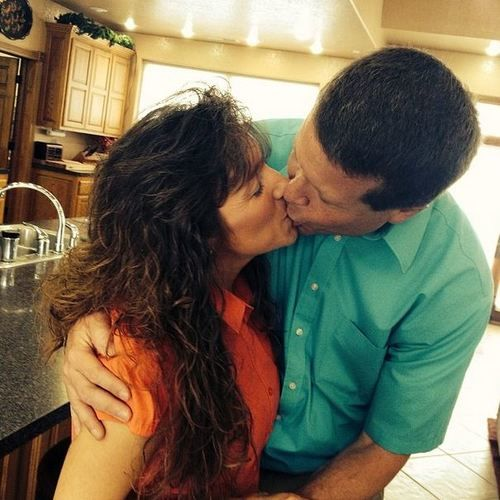 duggars kissing