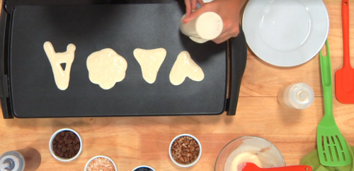 poj0qwv50k How to Make Pancakes in Fun Shapes Your Kids Will Love (PHOTOS)