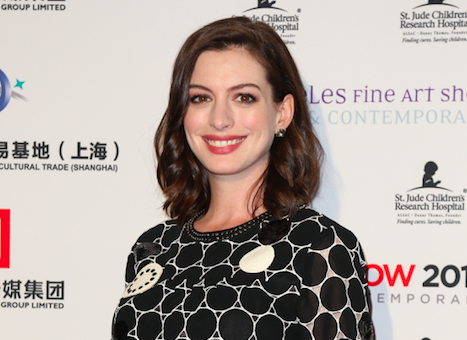 Mom-to-Be Anne Hathaway Goes Back to #Blonde (PHOTO)