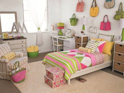 preppy girl's dorm room