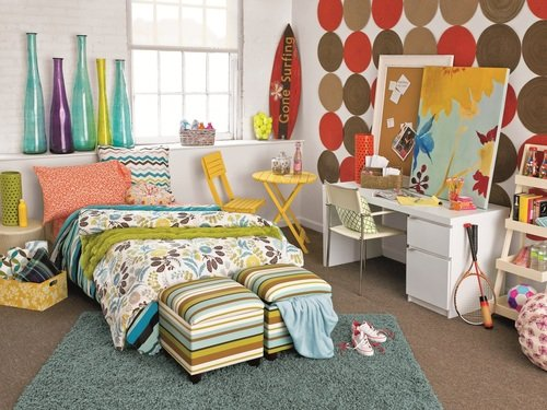 surfer chick dorm room