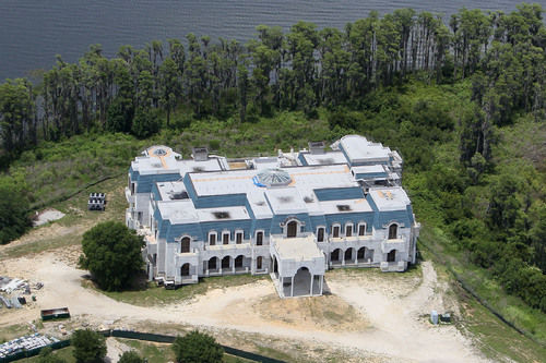 Couple building tacky 39 versailles 39 house must be out of for Palace of versailles florida