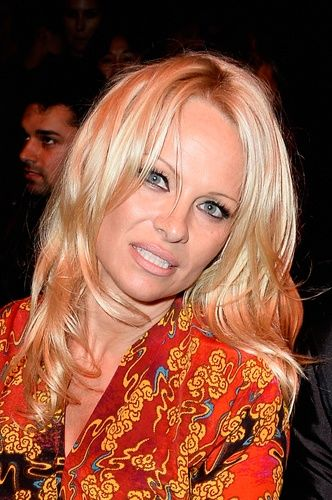 Anderson's Pixie Haircut Makes Her Look ... Nothing Like Pam Anderson ...