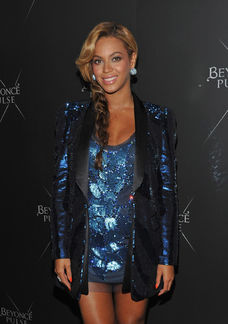 Beyonce pregnant blue sequins sparkles