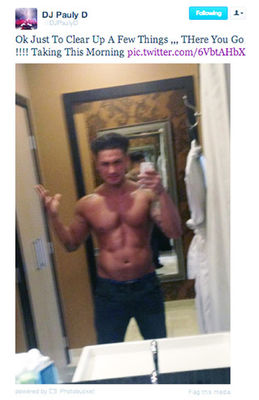 Pauly D shows off his abs