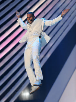 chris brown performance vmas