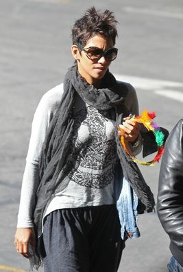 halle berry thanksgiving
