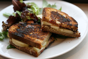 grilled apple and cheddar cheese sandwich