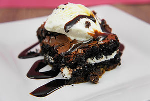 oreo stuffed brownies a la mode