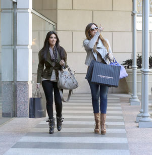 kim kardashian and khloe kardashian shop in dallas