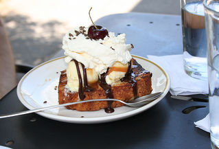grilled pound cake sundae