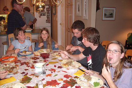 leaf table Thanksgiving kids