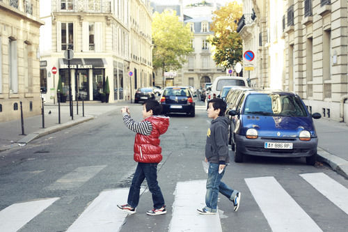 boys walking twins paris